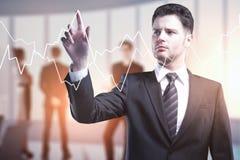 Uomo d'affari e grafico digitale dei forex Immagini Stock Libere da Diritti