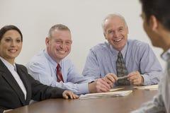 Uomo d'affari e la sua squadra. Fotografie Stock Libere da Diritti