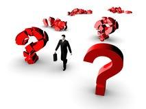 Uomo d'affari e punti interrogativi Fotografie Stock