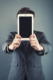 Uomo d'affari e ridurre in pani digitale Fotografia Stock