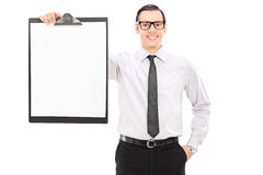 Uomo d'affari elegante che tiene una lavagna per appunti Immagini Stock