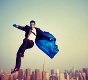 Uomo d'affari energetico Cityscape Concept del supereroe Fotografie Stock Libere da Diritti