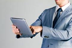 Uomo d'affari facendo uso del computer della compressa Fotografia Stock Libera da Diritti