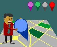 Uomo d'affari facendo uso dell'indicatore della mappa Fotografia Stock Libera da Diritti