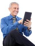Uomo d'affari facendo uso della compressa Fotografia Stock