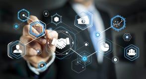 Uomo d'affari facendo uso della presentazione digitale per l'affare di associazione Immagini Stock