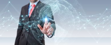 Uomo d'affari facendo uso della rappresentazione dell'interfaccia 3D della mappa di mondo di U.S.A. Fotografia Stock