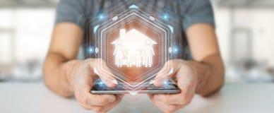 Uomo d'affari facendo uso della rappresentazione di applicazione 3D di assicurazione di cura della famiglia Immagine Stock Libera da Diritti