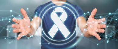 Uomo d'affari facendo uso della rappresentazione digitale dell'interfaccia 3D del cancro del nastro Fotografia Stock Libera da Diritti