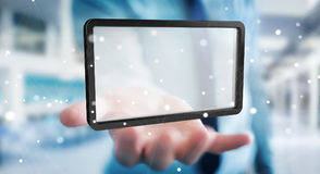 Uomo d'affari facendo uso della rappresentazione digitale della compressa 3D degli schermi Fotografia Stock