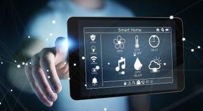 Uomo d'affari facendo uso della rappresentazione domestica astuta del dispositivo a distanza 3D Immagini Stock Libere da Diritti