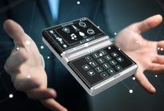 Uomo d'affari facendo uso della rappresentazione domestica astuta del dispositivo a distanza 3D Fotografia Stock Libera da Diritti