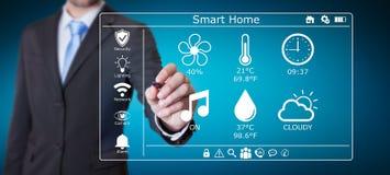 Uomo d'affari facendo uso della rappresentazione domestica astuta dell'interfaccia digitale 3D Fotografia Stock Libera da Diritti