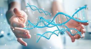 Uomo d'affari facendo uso della rappresentazione moderna della struttura 3D del DNA Fotografia Stock Libera da Diritti
