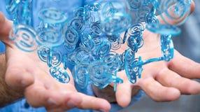 Uomo d'affari facendo uso della sfera blu di arobase digitale da praticare il surfing sull'interno Fotografie Stock