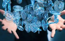 Uomo d'affari facendo uso della sfera blu di arobase digitale da praticare il surfing sull'interno Fotografia Stock