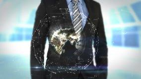 Uomo d'affari facendo uso dello schermo futuristico dell'interfaccia illustrazione di stock