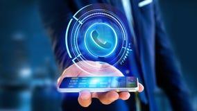 Uomo d'affari facendo uso di un bottone technologic del telefono di Shinny sul suo astuto Immagine Stock Libera da Diritti