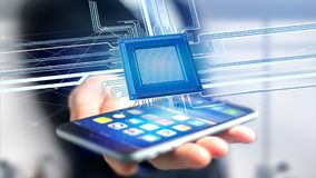 Uomo d'affari facendo uso di uno smartphone con un chip e una rete di unità di elaborazione Fotografie Stock Libere da Diritti