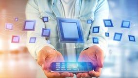 Uomo d'affari facendo uso di uno smartphone con un chip e una rete di unità di elaborazione Fotografia Stock Libera da Diritti
