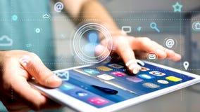 Uomo d'affari facendo uso di uno smartphone con un'icona del contatto che circonda b Fotografia Stock Libera da Diritti