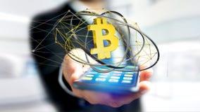 Uomo d'affari facendo uso di uno smartphone con un si cripto di valuta di Bitcoin Immagine Stock Libera da Diritti