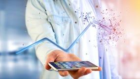Uomo d'affari facendo uso di uno smartphone con una freccia finanziaria che va su Fotografie Stock