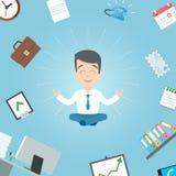 Uomo d'affari felice che medita nell'ufficio Meditazione dell'ufficio di yoga di affari Immagine Stock