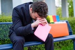 Uomo d'affari frenetico dopo il termine di suo di lavoro Fotografia Stock
