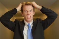 Uomo d'affari frustrato nel corridoio Fotografia Stock