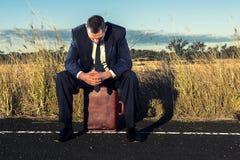 Uomo d'affari frustrato nell'entroterra Immagine Stock Libera da Diritti