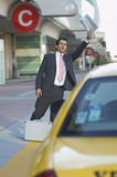 Uomo d'affari Hailing Taxi Immagine Stock Libera da Diritti