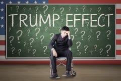Uomo d'affari handicappato con la parola di effetto di Trump Fotografia Stock Libera da Diritti
