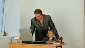 Uomo d'affari And His Son video d archivio