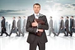 Uomo d'affari Holding Briefcase fotografia stock libera da diritti