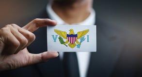 Uomo d'affari Holding Card della bandiera delle Isole Vergini Americane immagini stock