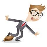 Uomo d'affari impacciato del fumetto che inciampa sopra la cartella Immagine Stock