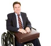 Uomo d'affari invalido con la cartella fotografie stock