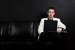 Uomo d'affari lavorante fotografie stock libere da diritti