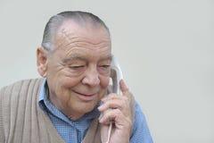 Uomo d'affari maggiore sul telefono Fotografie Stock