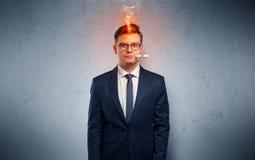 Uomo d'affari malato con il concetto della testa di combustione immagini stock