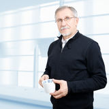 Uomo d'affari maturo che ha un intervallo per il caffè Fotografia Stock