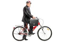 Uomo d'affari maturo con la bicicletta Fotografia Stock Libera da Diritti