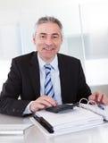Uomo d'affari maturo sul lavoro Fotografia Stock Libera da Diritti
