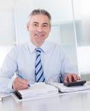 Uomo d'affari maturo sul lavoro Fotografie Stock Libere da Diritti