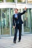 Uomo d'affari motivato che perfora l'aria Immagine Stock