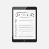 Uomo d'affari per fare lista, lista di controllo con il computer della compressa Controlli il Li Fotografie Stock