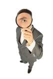 Uomo d'affari pieno del corpo con la lente d'ingrandimento Immagine Stock