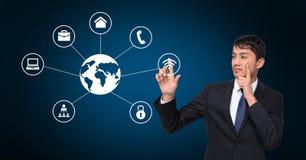 Uomo d'affari premuroso che tocca le icone digitalmente generate di tecnologia immagini stock libere da diritti
