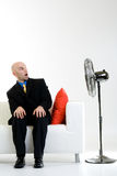 Uomo d'affari scosso con il ventilatore Fotografie Stock